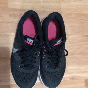 Nike Shoes - Nike black and pink